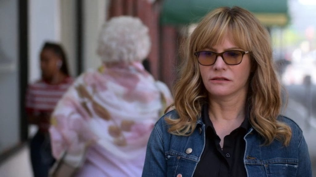 "Jennifer Jason Leigh as Elsa Gardner in Atypical 3x05 ""Only Tweed"""