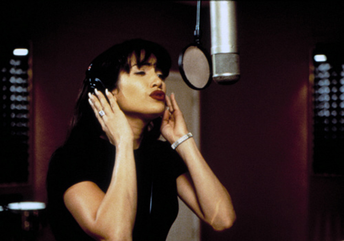 Jennifer Lopez singing as Selena.