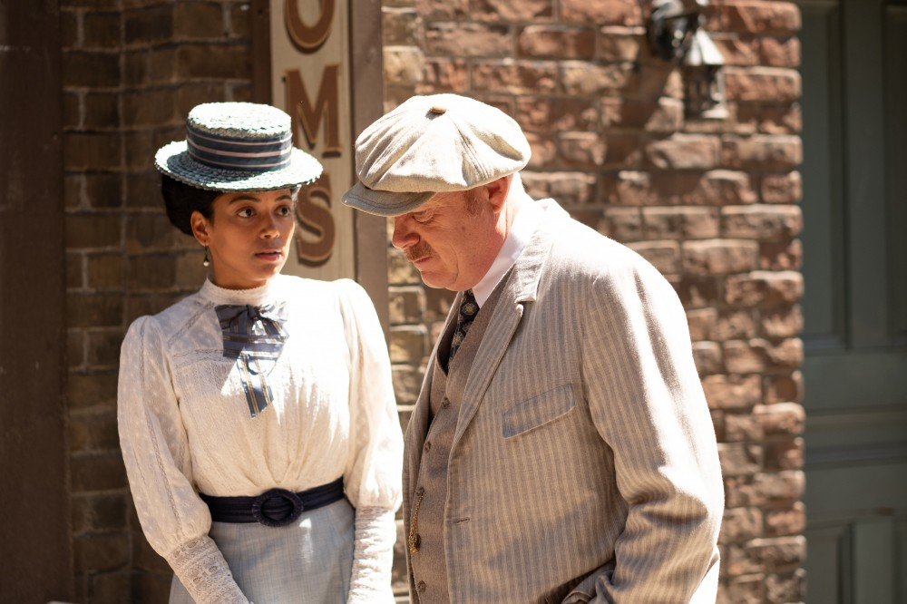 Murdoch Mysteries characters Nomi (black woman) and Brackenreid (older white man)