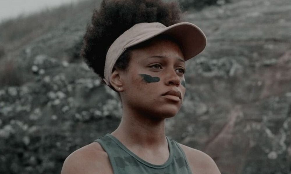 Reign Edwards as Rachel in The Wilds.